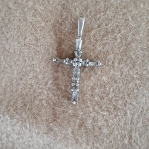 Jewelry - Cross Pendent in sterling silver and CZ.